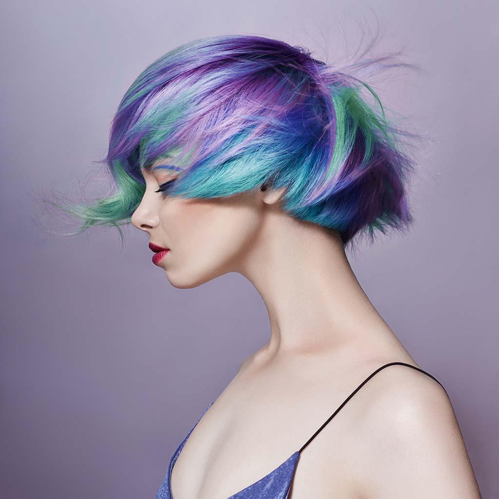 Renkli Saçlı Kadın